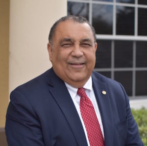 Dr. Santiago Martinez